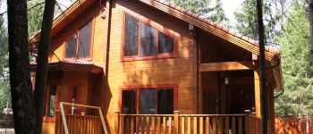 Покраска деревянного дома из бруса
